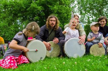 Bubnování rodičů s dětmi